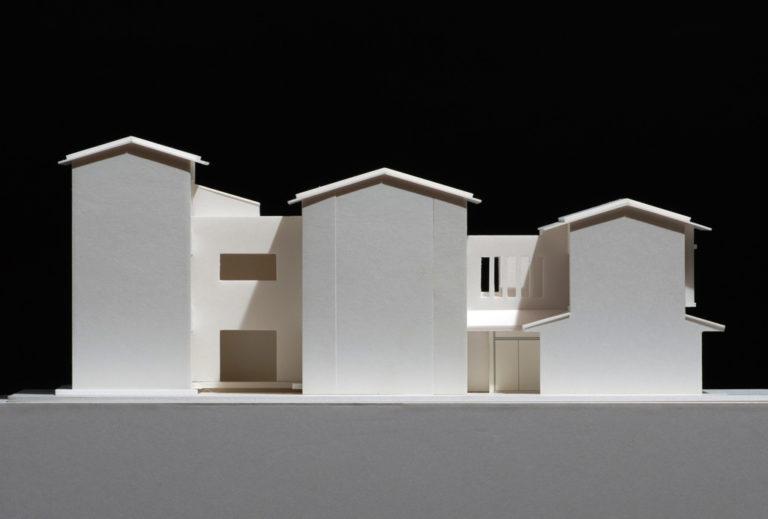三連屋根の京町家